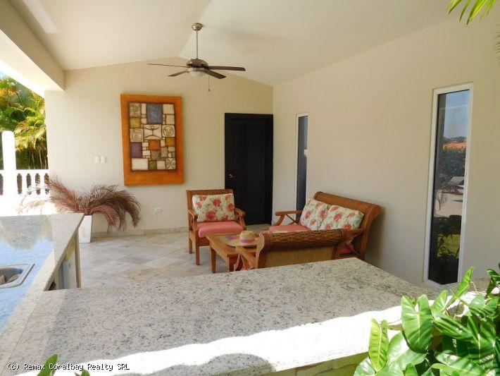 Villa de cuatro dormitorios en comunidad cerrada ....
