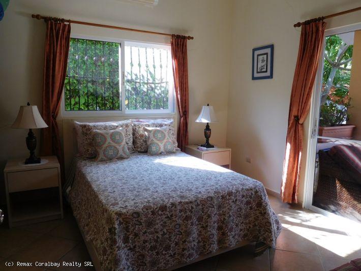 Wunderschöne Custom-Villa in Wohnanlage ....