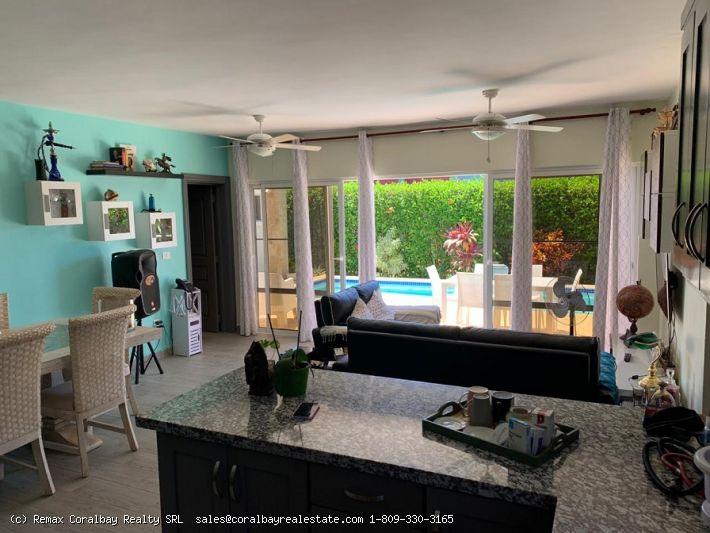 Schöne Villa mit zwei Schlafzimmern in einer Wohnanlage ...