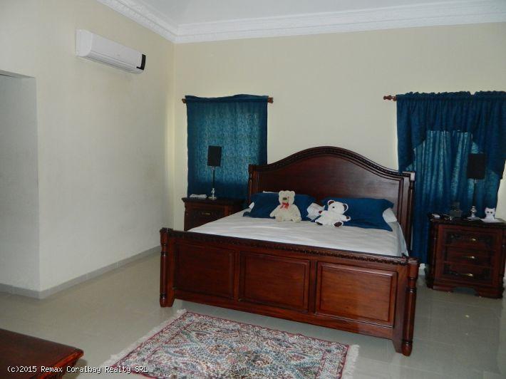 Große 4 Schlafzimmer Villa ... 1 km bis zum Strand ..