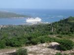 Tierra cerca de la terminal de cruceros de MAIMON .......