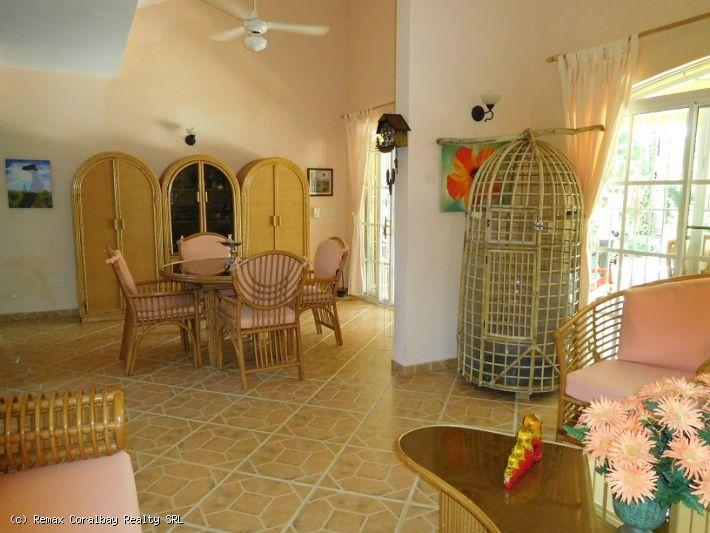RÉDUIT !!! Villa privée de deux étages avec appartement intégré ...